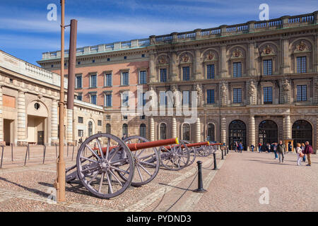 16 September 2018: Stockholm, Sweden - Field guns on display at the Royal Palace. - Stock Photo