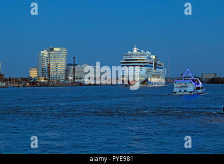 cruise ship AIDAsol, Marco Polo Tower and Unilver House, Harbour City, Hamburg, Germany - Stock Photo
