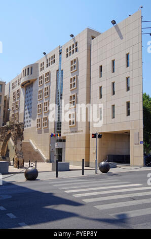 The new wing, of 1987, of the Regional parliament of the Provence Alpes Cote d'Azur Regional council in Marseille - Stock Photo