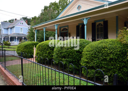 Historic homes in Raleigh North Carolina's Oakwood neighborhood. - Stock Photo