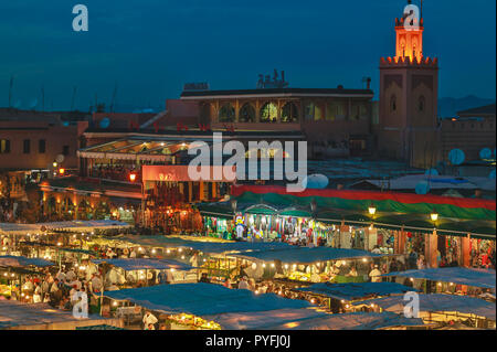 MOROCCO MARRAKECH JEMAA EL FNA THE SQUARE AND FOOD MARKET AT NIGHT WITH MOSQUE TOWER - Stock Photo