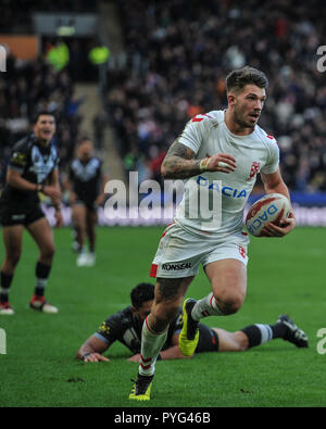 Hull, UK, 27 10 2018. 27 October 2018. KCOM Stadium, Hull, England; Rugby League Dacia International, England vs New Zealand; England's Oliver Gildart darts through for the match winner in a close encounter with New Zealand.  Photo:Dean Williams Credit: Dean Williams/Alamy Live News