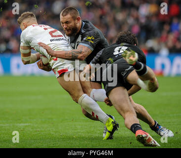 Hull, UK, 27 10 2018. 27 October 2018. KCOM Stadium, Hull, England; Rugby League Dacia International, England vs New Zealand; Tommy Makinson drives the ball away from his own line.  Photo:Dean Williams Credit: Dean Williams/Alamy Live News
