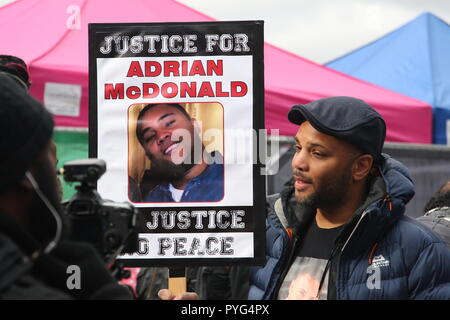 London, UK, 27th October, 2018. Friends, family and supporters campaigning for justice for people who died in custody, or while being arrested  take part In the 20th annual march organised by the United Families and Friends Campaign. Officers were found guilty of misconduct following the death of Adrian McDonald in 2014. The march  goes from Trafalger Square to Downing Street, where a petition is handed in. Roland Ravenhill/Alamy Live News. - Stock Photo