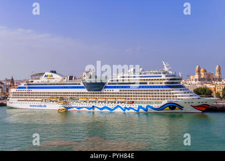 The cruise ship Aida Stella moored in Cadiz harbour with the cathedral in the background - Stock Photo