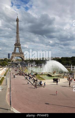 Paris, Ile-de-France, France - View from the terraces of the Jardins du Trocadéro to the Eiffel Tower. - Stock Photo