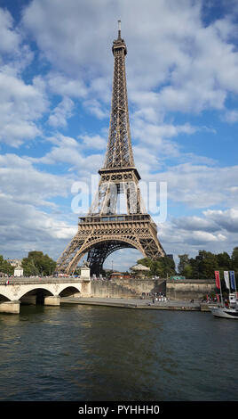 Paris, Ile-de-France, France - View over the Seine to the Eiffel Tower, tour eiffel, the main landmark of the French capital. - Stock Photo