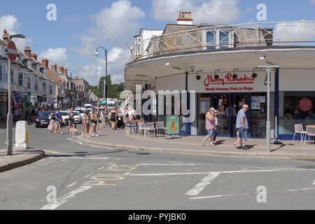 Tourists outside Harry Ramsdens Swanage, Dorset, UK. 31st July, 2018. UK Weather. Tourists enjoy the weather outside Harry Ramsden's at Swanage Dorset - Stock Photo