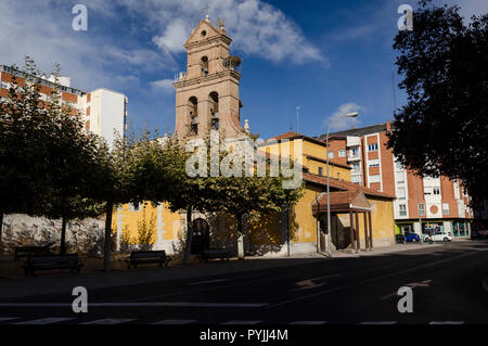 León Iglesia de Santa Ana entrada del Camino de santiago en la ciudad, St Ana´s church st james entrance in the city of Leon - Stock Photo