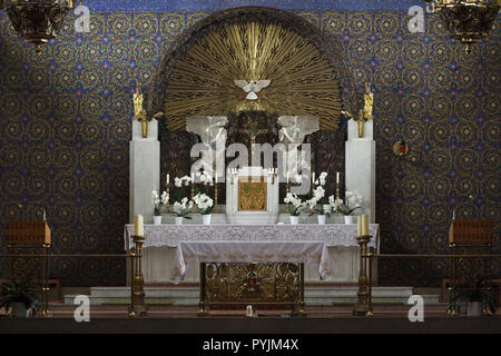 Main altar of the Heilig-Geist-Kirche (Church of the Holy Spirit) designed by Slovenian modernist architect Jože Plečnik (1911) in Ottakring destrict in Vienna, Austria. - Stock Photo
