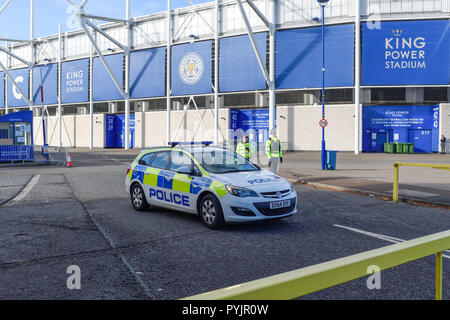 Leicester,UK.28th October 2018: A steady flow of Leicester city football fans and the general public has been arriving to pay one's respects outside the King Power Stadium following a helicopter crash in the clubs car park which happened around 20.30pm last night which is said in involve club owners.No statement of incident have been issued yet. Credit: Ian Francis/Alamy Live News - Stock Photo