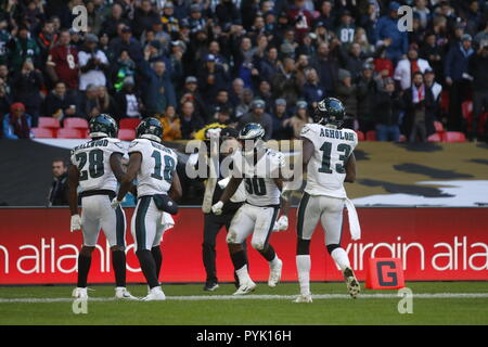 London, UK. 28 October 2018.  Philadelphia Eagles Running Back Wendell Smallwood (28) celebrates his touch down   at the Eagles at Jaguars - credit Glamourstock Credit: glamourstock/Alamy Live News - Stock Photo