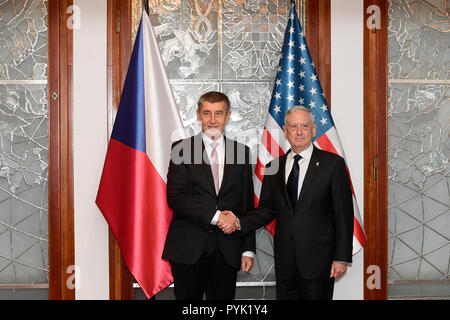 Prague, Czech Republic. 28th Oct, 2018. U.S. Defense Secretary Jim Mattis, left, handshake with Czech Prime Minister Andrej Babis, right, during their meeting in Prague, Czech Republic, Sunday, October 28, 2018. Mattis arrives in Prague to mark the 100th anniversary of the 1918 creation of the Czechoslovak state. Credit: Roman Vondrous/CTK Photo/Alamy Live News - Stock Photo