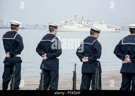 Thessaloniki, Greece. 28th Oct, 2018. Members of Greek Navy are seen preparing for the military parade of the WWII Anniversary of No.The Greek military prepares for the annual military parade for celebrating Greece's National 'Oxi' (No) Day, commemorating Greece's refusal to accept the ultimatum advanced by fascist Italy in 1940 during World War II. Credit: Giorgos Zachos/SOPA Images/ZUMA Wire/Alamy Live News - Stock Photo