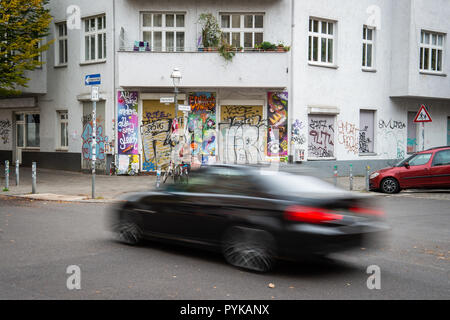 Berlin, Germany. 26th Oct, 2018. 26 October 2018, Germany, Berlin: A car drives past the Neukoelln girls' meeting place 'Schilleria'. Due to the tense real estate market in Berlin, social housing projects are also increasingly being squeezed out. Due to the tense real estate market in Berlin, social housing projects are also increasingly being squeezed out. (to 'Association fears displacement of social housing projects' of 29.10.2018) Credit: Arne Immanuel Bänsch/dpa/Alamy Live News - Stock Photo