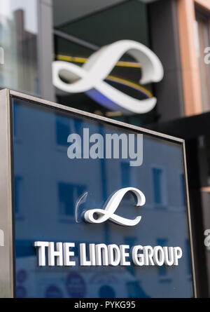 Munich, Germany. 29th Oct, 2018. The logo of Linde AG, taken at the company's headquarters in the Bavarian capital. Credit: Peter Kneffel/dpa/Alamy Live News - Stock Photo