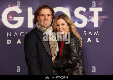 Hamburg, Germany. 28th Oct, 2018. Michaela Schaffrath, actress, and her husband Carlos Anthonyo come to the Hamburg premiere of the musical 'Ghost'. The musical will be a guest at the Operettenhaus until the end of February. Credit: Georg Wendt/dpa/Alamy Live News - Stock Photo
