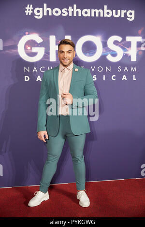 Hamburg, Germany. 28th Oct, 2018. Cale Kalay, singer, comes to the Hamburg premiere of the musical 'Ghost'. The musical will be a guest at the Operettenhaus until the end of February. Credit: Georg Wendt/dpa/Alamy Live News - Stock Photo
