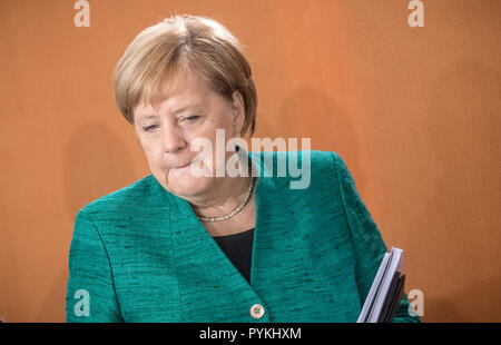Berlin, Deutschland. 02nd Oct, 2018. dpatopbilder - 02.10.2018, Berlin: German Chancellor Angela Merkel (CDU) comes to the meeting of the Federal Cabinet in the Chancellery. Credit: Michael Kappeler/dpa | usage worldwide/dpa/Alamy Live News - Stock Photo