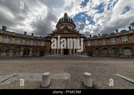 The Institut de France, French learned society, grouping five académies, the most famous of which is the Académie française. The building was original - Stock Photo