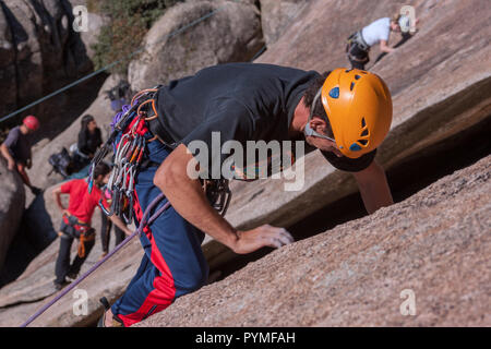 La Pedriza, Madrid, Spain. Climbers practicing in climbing in a famous slab climbing area in Spain. - Stock Photo