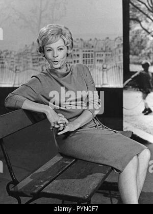 Eine Frau denkt, Fernsehspiel, Deutschland 1960, Mitwirkende: Hilde Krahl - Stock Photo