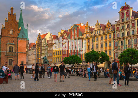 Wroclaw old town, view at dusk of people and a range of colorful buildings in the Old Town Square (Rynek) in Wroclaw, Poland. - Stock Photo