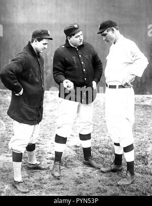 Rube Marquard standing at right, (Libe?) Washburn in center & Mike Donlin standing at left, New York, NL (baseball) ca. 1911 - Stock Photo