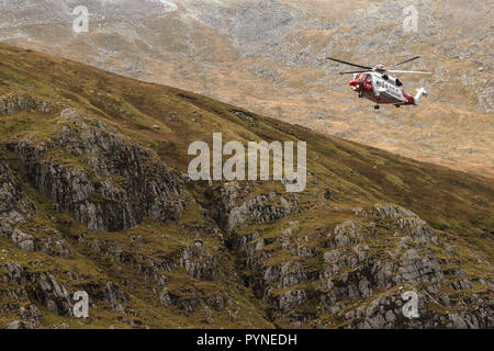 A Sikorsky S-92A Helibus from the UK Coastguard, G-MCGK, operating as a search and rescue helicopter in the Snowdonia National Park in North Wales. - Stock Photo