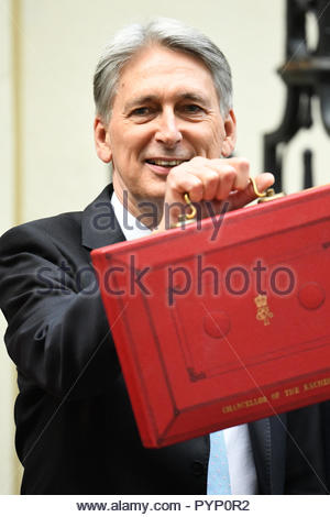 London, UK. 29 October, 2018. Chancellor Philip Hammond departs No.11 Downing Street to present his Budget to Parliament. - Stock Photo