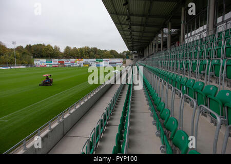 Roedinghausen, Germany. 29th Oct, 2018. Picture of the playing field in the Haecker Wiehenstadion. SV Roedinghausen faces off against FC Bayern Munich in the 2nd round of the soccer DFB Cup. The game takes place in Osnabrueck. SV Roedinghausen is currently playing in the football regional league West. The home stadium is in the East Westphalian district of Herford in North Rhine-Westphalia. Credit: Friso Gentsch/dpa/Alamy Live News - Stock Photo