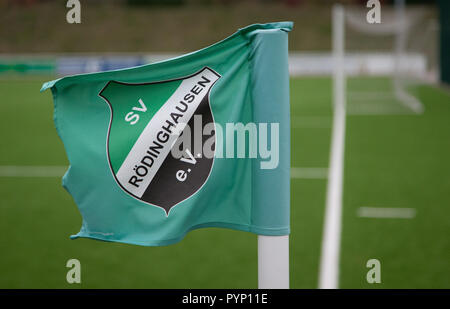 Roedinghausen, Germany. 29th Oct, 2018. A corner flag of the SV Roedinghausen e.V. blowing in the wind on a training ground in front of the Haecker Wiehenstadion. SV Roedinghausen faces off against FC Bayern Munich in the 2nd round of the soccer DFB Cup. The game takes place in Osnabrueck. SV Roedinghausen is currently playing in the football regional league West. The home stadium is in the East Westphalian district of Herford in North Rhine-Westphalia. Credit: Friso Gentsch/dpa/Alamy Live News - Stock Photo