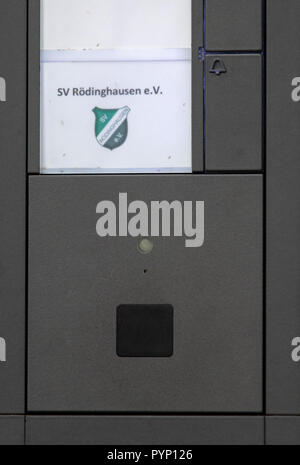 Roedinghausen, Germany. 29th Oct, 2018. Picture of the doorbell of the SV Roedinghausen e.V. office at the Haecker Wiehenstadion. SV Roedinghausen faces off against FC Bayern Munich in the 2nd round of the soccer DFB Cup. The game takes place in Osnabrueck. SV Roedinghausen is currently playing in the football regional league West. The home stadium is in the East Westphalian district of Herford in North Rhine-Westphalia. Credit: Friso Gentsch/dpa/Alamy Live News - Stock Photo