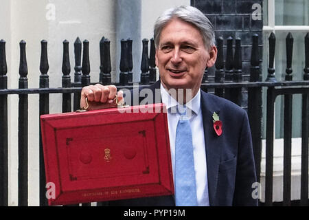London 29th October 2018. Chancellor Philip Hammond leaves No 11 Downing street for the Houses of Parliament where he will deliver the  Budget, Credit: Claire Doherty/Alamy Live News - Stock Photo