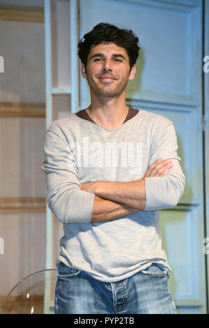 Munich, Germany. 29th Oct, 2018. Actor Ricardo Angelini (in the role of David, Arthur's son) on stage during a photo rehearsal for the play 'Arthur und Claire' in the Komoedie at the Bayerischer Hof. The comedy about two suicide candidates will be performed between 31 October and 16 December 2018. Credit: Ursula Düren/dpa/Alamy Live News - Stock Photo