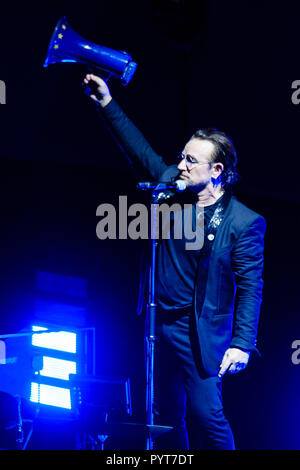 U2 plays O2 Arena on Tuesday 23 October 2018 held at O2 Arena, London. Pictured: Bono, Paul David Hewson. Picture by Julie Edwards. - Stock Photo