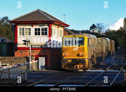 Network rail MPV no DR 98912 passes the signal box at Parbold working a rail head treatment train on Friday afternoon the 26.10.18. Cw 6444 - Stock Photo