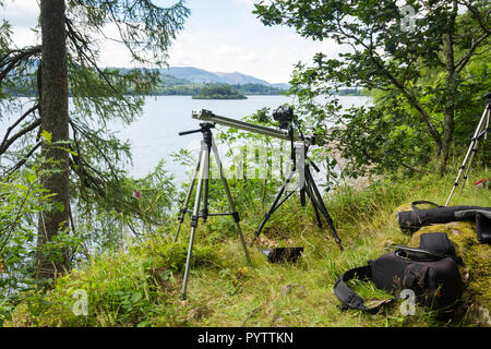 Timelapse setup. A Canon Powershot camera is mounted on a home-made motorised camera slider, on the banks of Derwentwater for timelapse filming. - Stock Photo