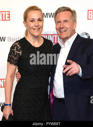 Berlin, Germany. 16th Feb, 2018. Former Federal President Christian Wulff (CDU) and his wife Bettina at the BMW Festival Night of the Berlinale. Wulff and his wife Bettina have separated. Credit: Britta Pedersen/dpa-Zentralbild/dpa/Alamy Live News - Stock Photo