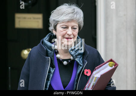 London, UK. 31st Oct, 2018. British PM Theresa May leaves 10 Downing Street to attend the weekly PMQ Prime Minister Questions at Parliament Credit: amer ghazzal/Alamy Live News - Stock Photo