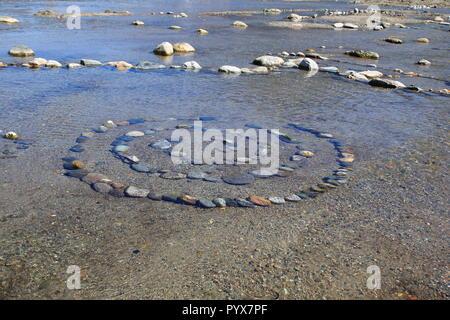 Spirale aus  zusammen gesetzten Steinen im Wasser, esoterischSteine, Spirale, - Stock Photo