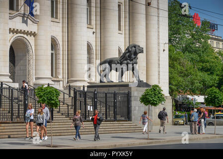 Lion's sculpture, central law courts, Sofia, Bulgaria, Loewenskulptur, Justizpalast, Bulgarien - Stock Photo