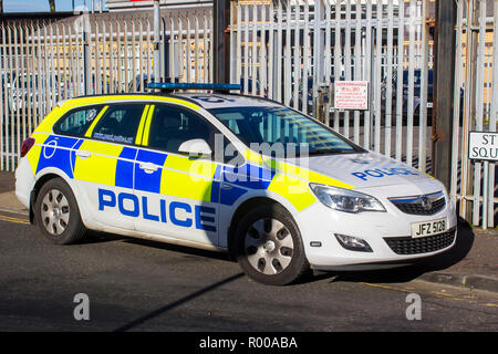 30 October 2018 An empty PSNI high visibility patrol car parked in Belfast Northern Ireland while officers deal with a call out in Great Victoria Stre - Stock Photo