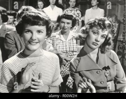 THE ROMANTIC AGE (1949)  PETULA CLARK  MAI ZETTERLING  EDMOND T GREVILLE (DIR)  MOVIESTORE COLLECTION LTD - Stock Photo