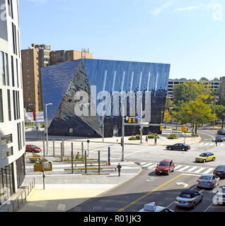 A view of the Cleveland Museum of Contemporary Art, MOCA, in the University Circle neighborhood of Cleveland, Ohio, USA. - Stock Photo