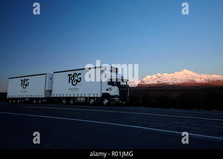 Truck and early light on Mt Ruapehu, Tongariro National Park, Central Plateau, North Island, New Zealand - Stock Photo
