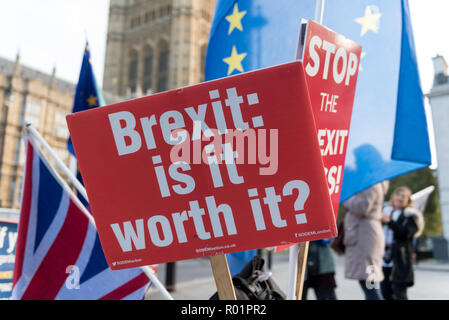 London, UK.  31 October 2018.  Signs and flags of Stand of Defiance European Movement (SODEM), outside Parliament as the group continues their anti-Brexit campaign which began in September 2017. Credit: Stephen Chung / Alamy Live News - Stock Photo