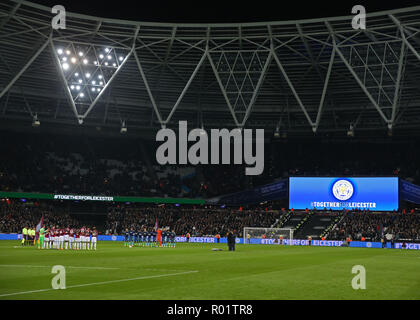 London Stadium, London, UK. 31st Oct, 2018. Carabao Cup football, fourth round, West Ham United versus Tottenham Hotspur; Both teams hold a minute silence before kick-off in memory of those who lost their lives in the helicopter crash outside the King Power Stadium Credit: Action Plus Sports/Alamy Live News - Stock Photo
