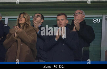 London, UK. 31st October, 2018. Former Leicester manager Claudio Ranieri joins a minutes applause to acknowledge recent tragedy during the Carabao Cup round of 16 match between Chelsea and Derby County at Stamford Bridge, London, England on 31 October 2018. Photo by Andy Rowland./Alamy Live News - Stock Photo