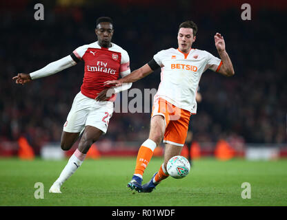 London, UK, 31 October, 2018 Danny Welbeck of Arsenal and Blackpool's Paudie O'Connor during EFL Cup Fourth Round  between Arsenal and Blackpool at Emirates stadium , London, England on 31 Oct 2018.  Credit Action Foto Sport/Alamy Live News - Stock Photo